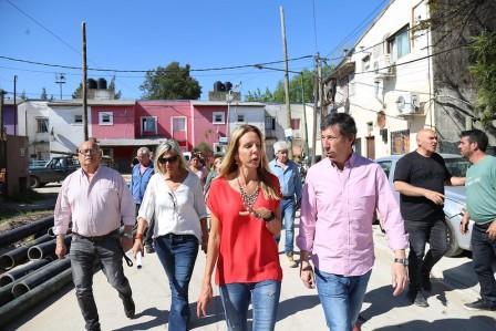 Gustavo Posse y la secretaria de Infraestructura Urbana de la Nación, Marina Klemensiewicz, supervisaron el avance de los trabajos de mejoramiento de hábitat en el Barrio Martín y Omar del Bajo de San Isidro.