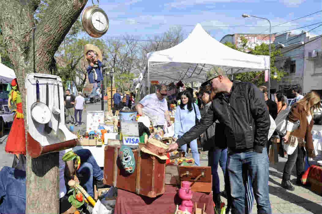 n el Boulevard Sáenz Peña, vecinos y turistas pudieron disfrutar de la quinta fecha de la propuesta que reúne a personas que coleccionan, venden y reciclan objetos de otros tiempos