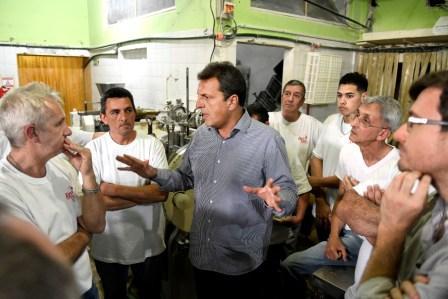 Sergio Massa visitó este jueves el municipio de Morón junto al candidato a intendente local, Lucas Ghi