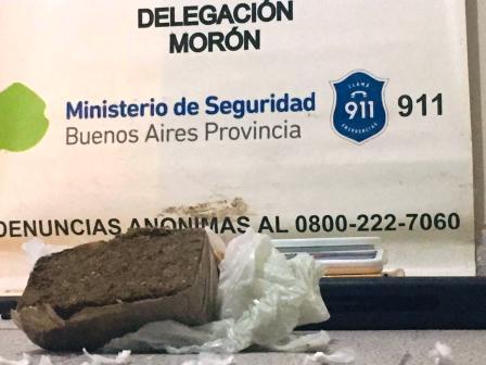 """Detienen a tres """"narcos"""" que operaban en Moreno, hacían delivery de droga"""