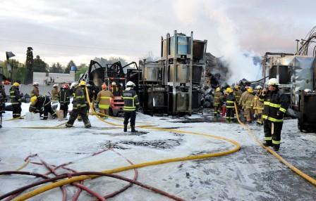feroz incendio en la plata química de Benavidez