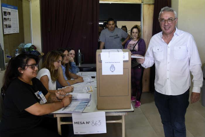 Julio Zamora emitió su votó en Benavídez