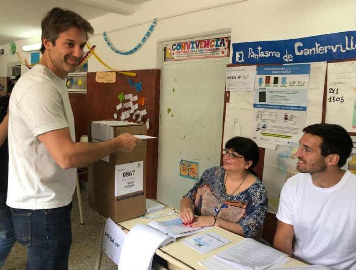 Segundo Cernadas voto este mediodía en la escuela 16 de Dique Lujan