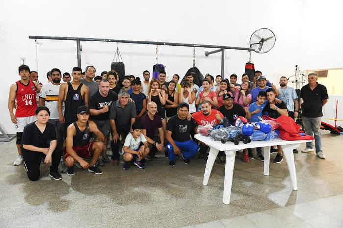 San Fernando entregó materiales deportivos al renovado Club 13 de Julio