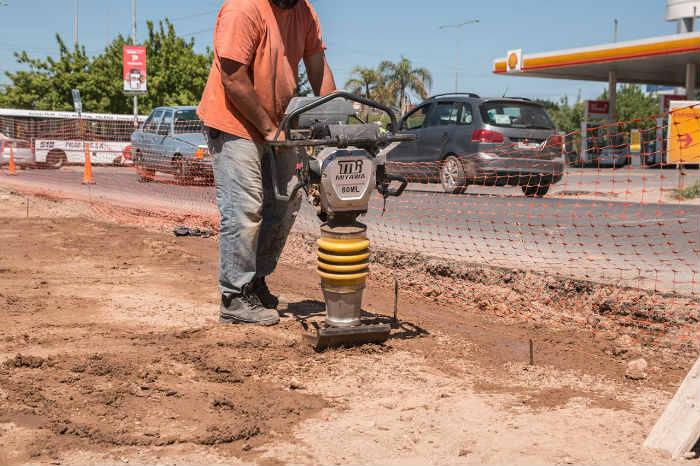Trabajos de reordenamiento urbano en el bajopuente de la ruta 26