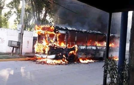 Pablo Nogues: Vecinos incendiaron un colectivo que mató a un chico