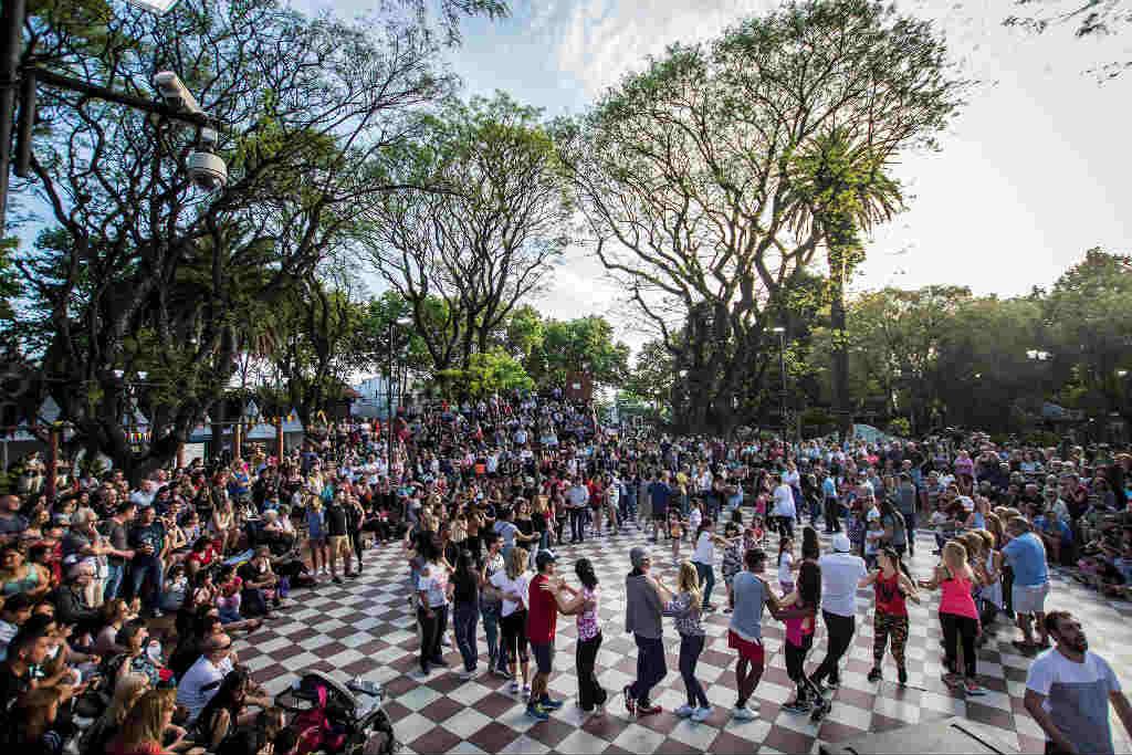 Más de 10 mil personas festejaron el 38 aniversario de Martínez