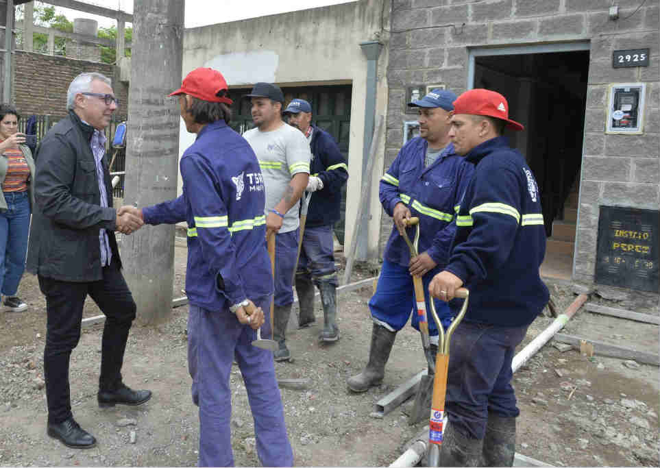 Julio Zamora recorrió las nuevas veredas que se construyen en Ricardo Rojas