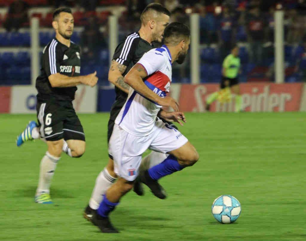 Tigre igualó con Deportivo Riestra en Victoria