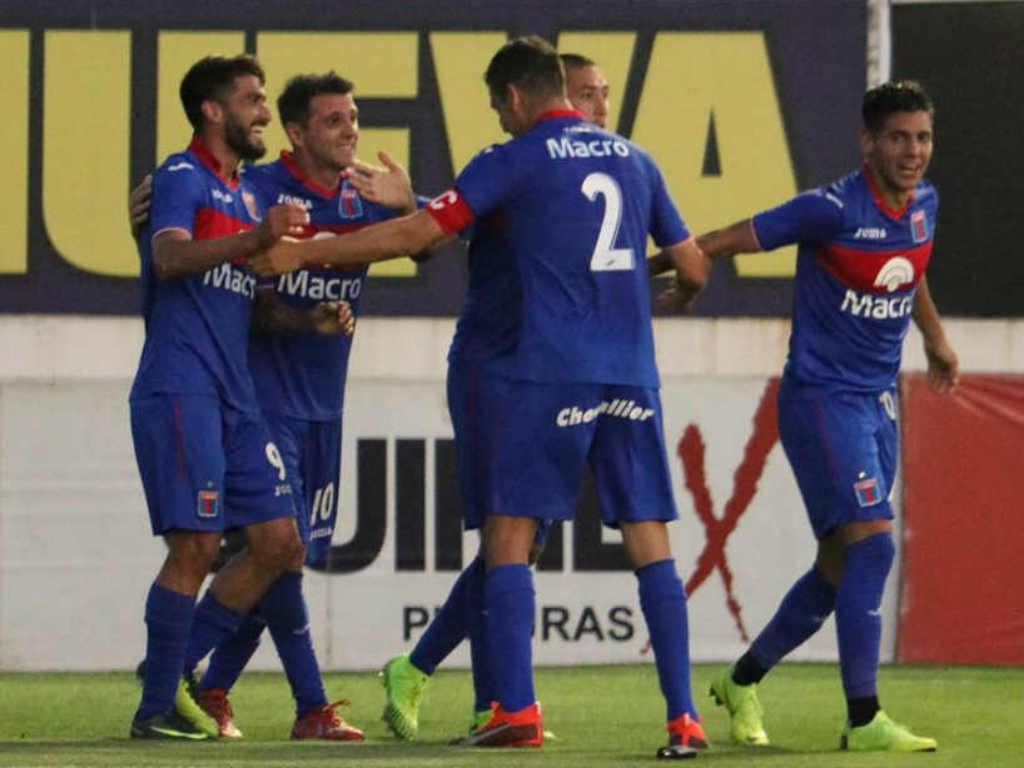 Tigre goleó a Chacarita en el clásico de la Primera Nacional