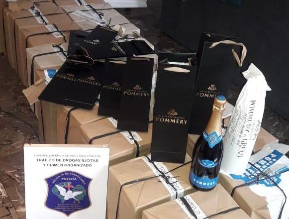 Fue detenido por falsificar famoso champán francés y comercializarlo a través de sitios de venta online