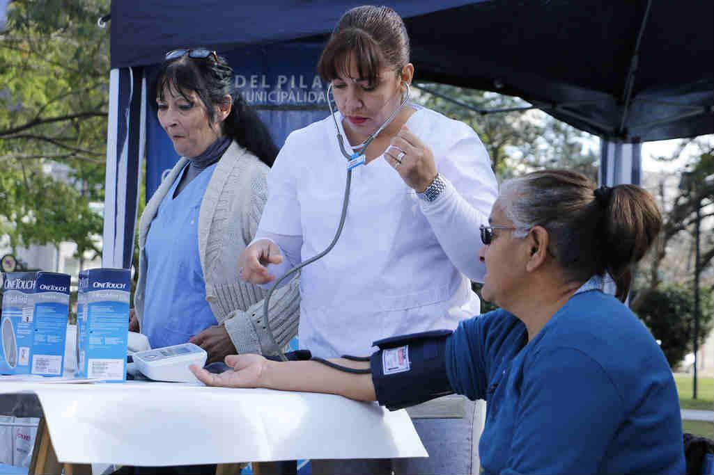 Operativos de salud en barrios de Pilar