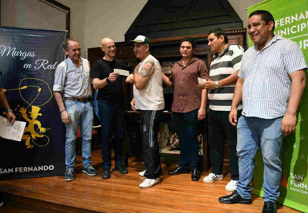 El municipio de San Fernando organizó un acto de reconocimiento donde se le hizo entrega de ayudas económicas por 68 mil pesos a cada conjunto barrial.