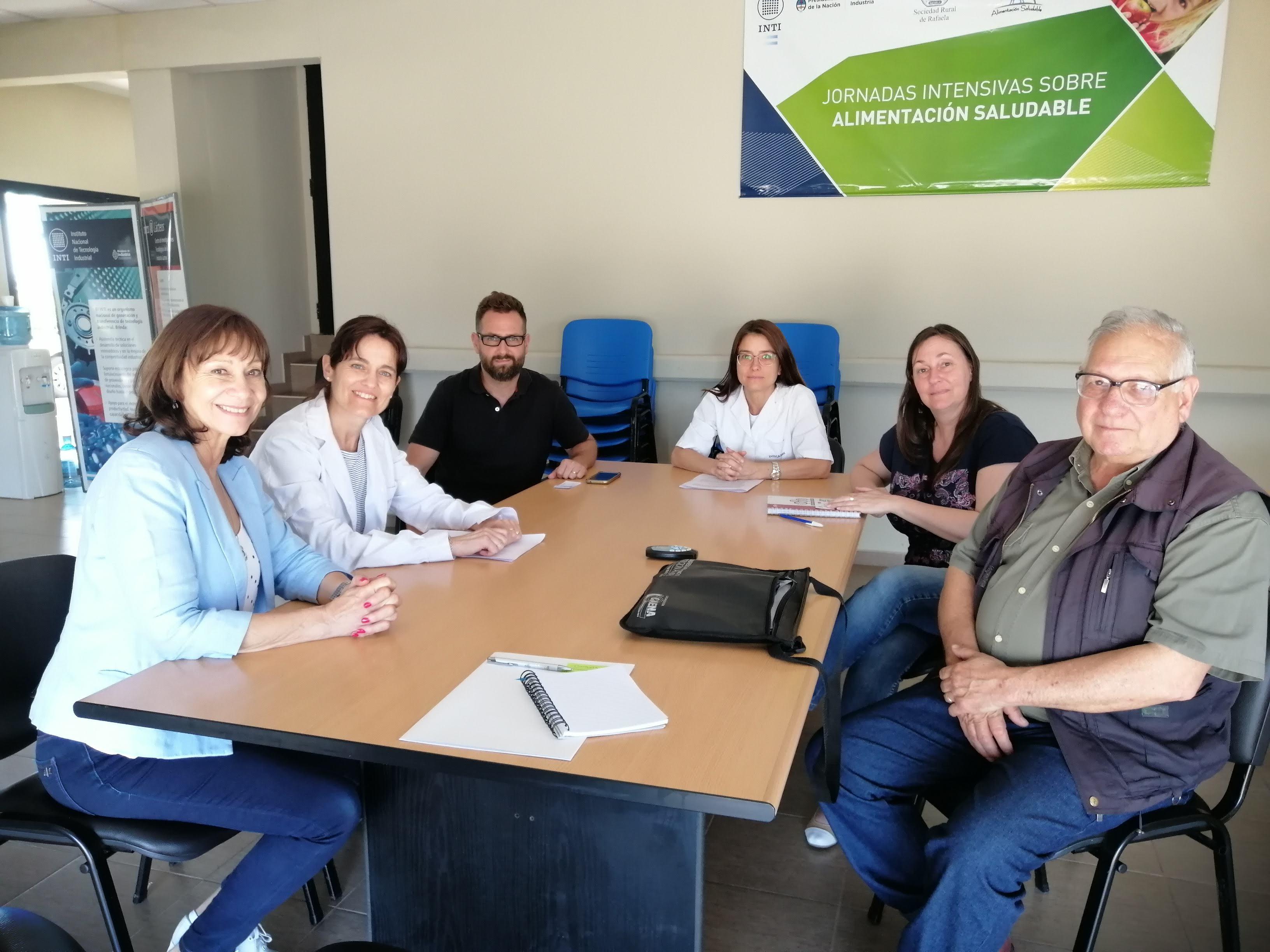 Alicia Aparicio visitó la ciudad de Rafaela para tratar la problemática del sector lechero