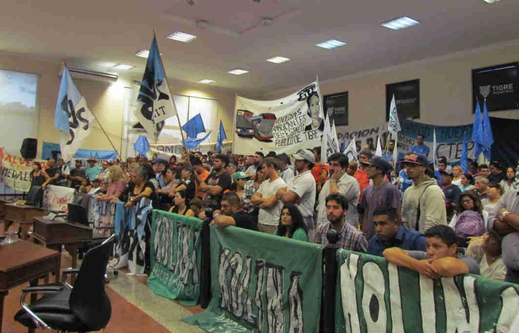 El HCD de Tigre aprobó el presupuesto y la fiscal impositiva 2020 - Barra apoyando ley ordenanza de humedales