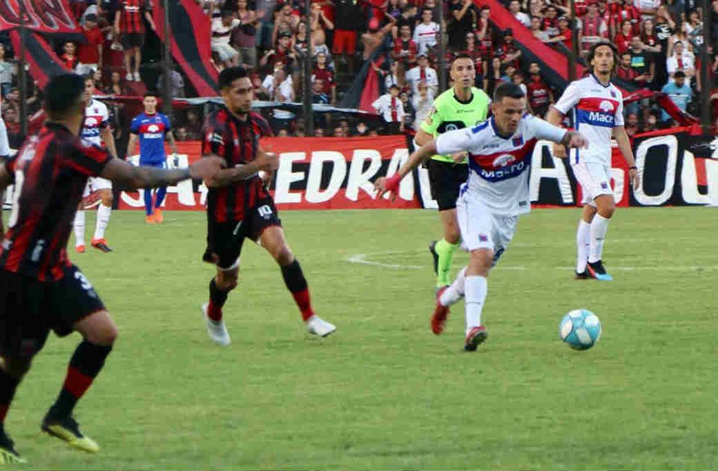 Defensores de Belgrano venció en su estadio a un desteñido Tigre