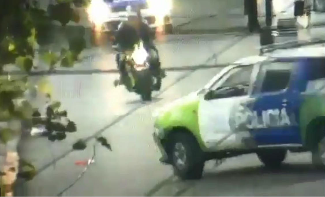Un delincuente murió tras ser atropellado por un patrullero cuando huía con una moto robada en San Martín