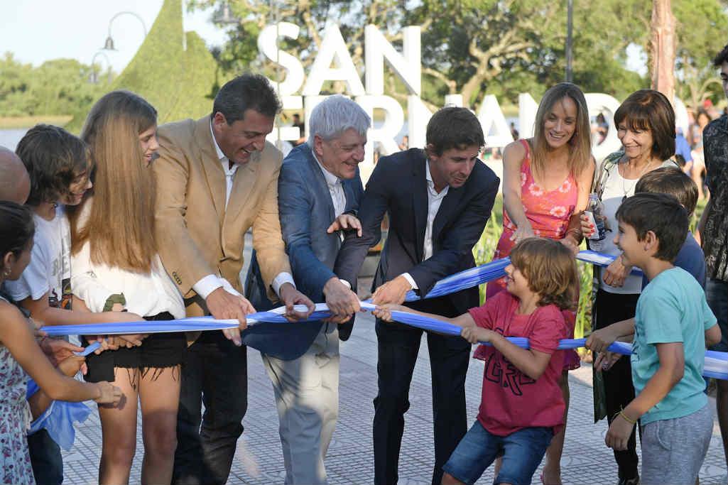 El nuevo Jefe Comunal Juan Andreotti presentó la renovada costanera pública con un histórico acto de asunción y un emotivo agradecimiento al Intendente saliente, Luis Andreotti, por sus 8 años de gestión.