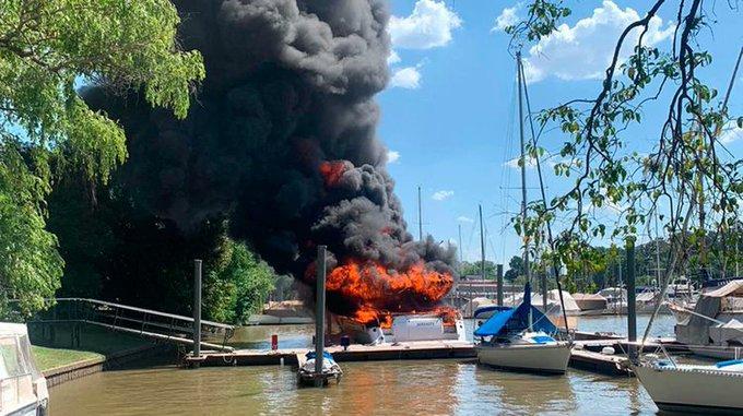 Se incendiaron dos embarcaciones en San Fernando
