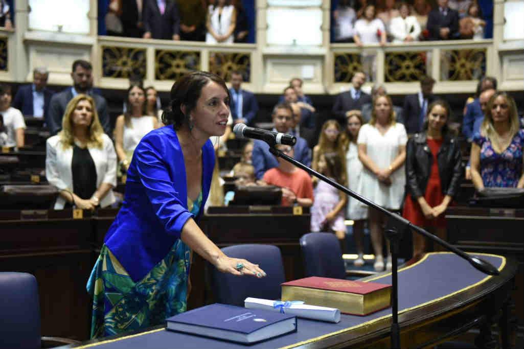 Roxana López juró como diputada provincial