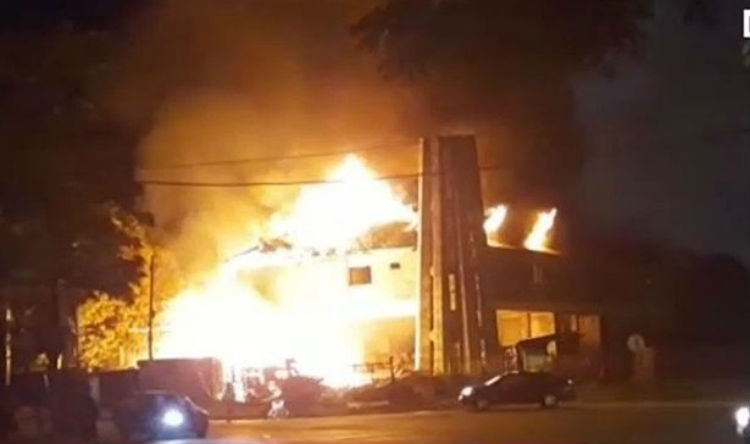 Controlan un voraz incendio en un hotel abandonado en Tortuguitas