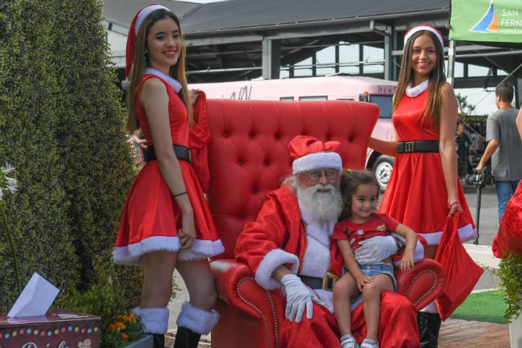Papá Noel llenó de alegría y diversión la Plaza Mitre de San Fernando