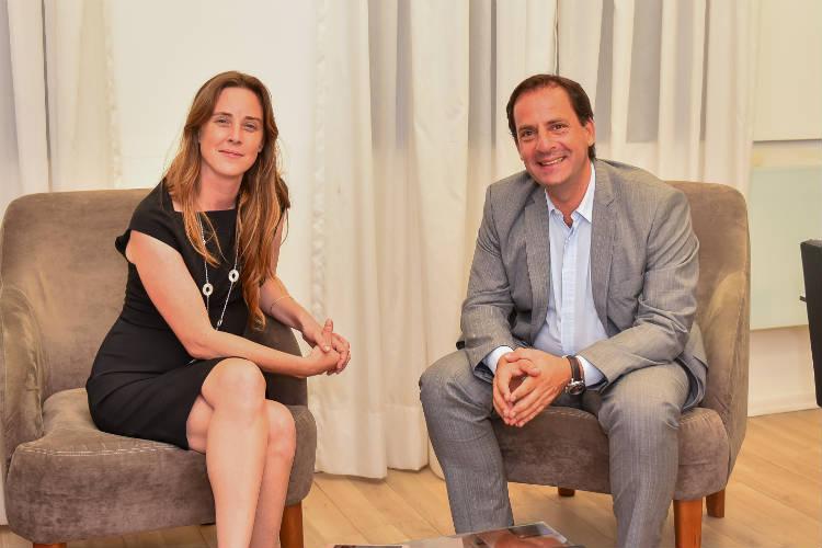 Agustina Vila junto con el Intendente de Escobar, Ariel Sujarchuk