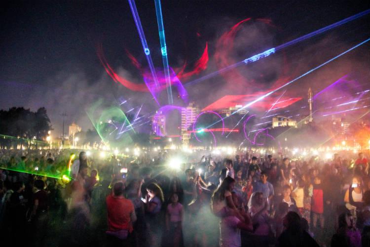 Vicente López despide el 2019 con los láseres y la música de Iluminate