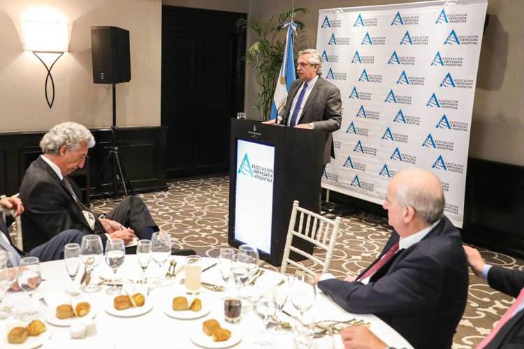 El presidente Alberto Fernández le pidió este mediodía al Congreso de la Nación avanzar con la aprobación de la Emergencia Económica, durante un almuerzo en la Asociación Empresaria Argentina (AEA).