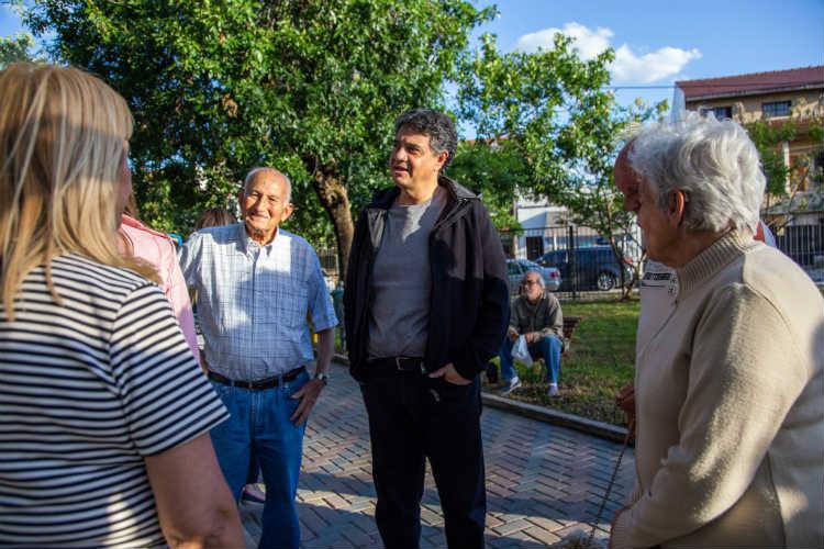 Jorge Macri recorrió la renovada Plaza Alem