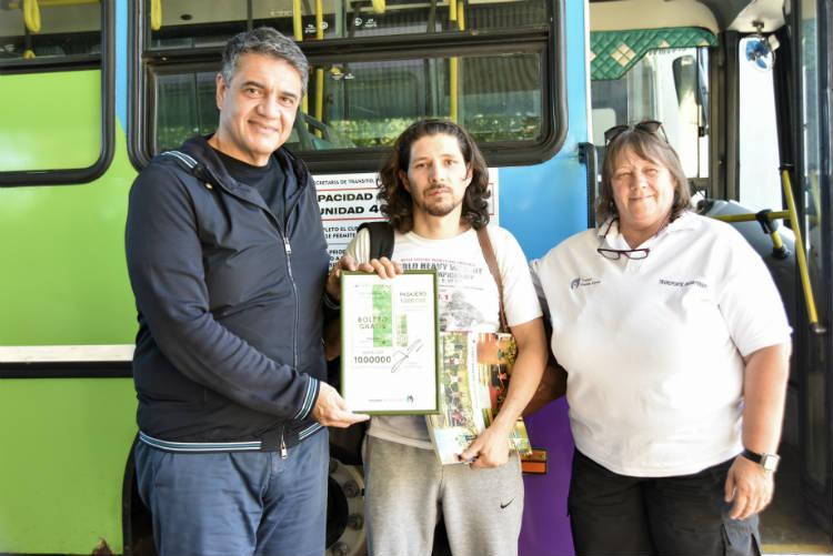 Jorge Macri entregó el boleto 1 millón en el Transporte del Bicentenario