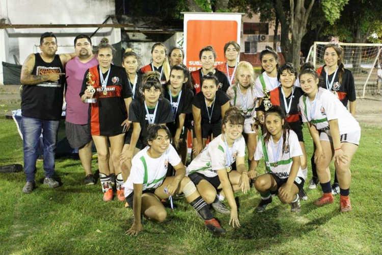 las chicas de los Polideportivos San Martín, Mariano Moreno y Zabala se consagraron campeonas en fútbol femenino