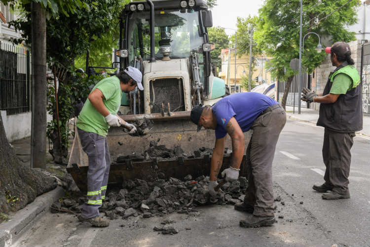 San Fernando realiza mantenimiento y bacheo de la Av. Libertador