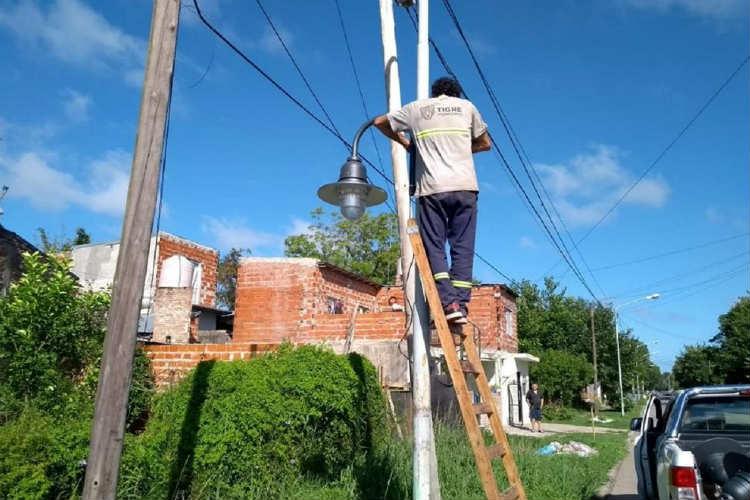 Conectan nuevo alumbrado público en Rincón de Milberg