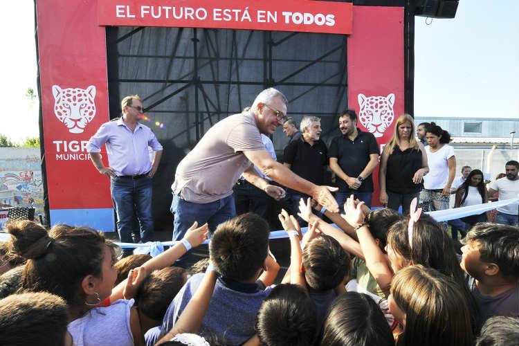 """Julio Zamora inauguró la Plaza """"La Paz"""" en Benavídez"""