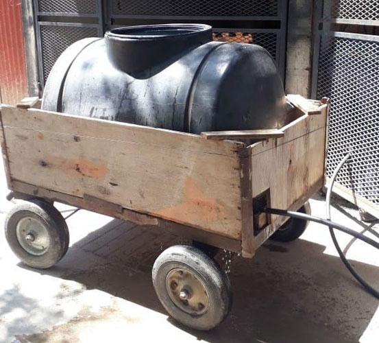 AYSA monto un operativo con camiones cisternas para asistir a vecinos del Barrio 31 de Retiro.