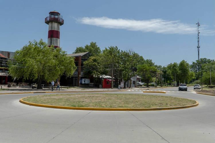 El intendente Gustavo Posse recorrió el sector de acceso al  puerto que  también comprende cruces peatonales elevados y repavimentaciones.