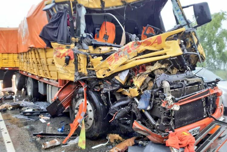 Dos heridos atrapados por el choque de camiones en la Panamericana
