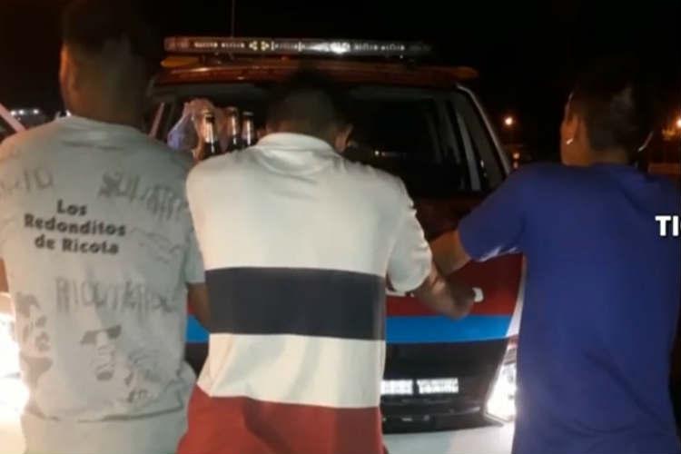 Detuvieron tres ladrones robando bebidas alcohólicas en el Puerto de Frutos.