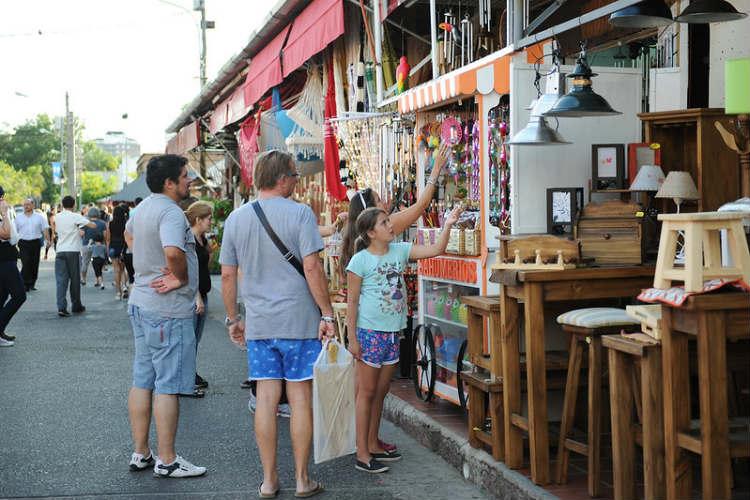 Shopping en el Puerto de Frutos.