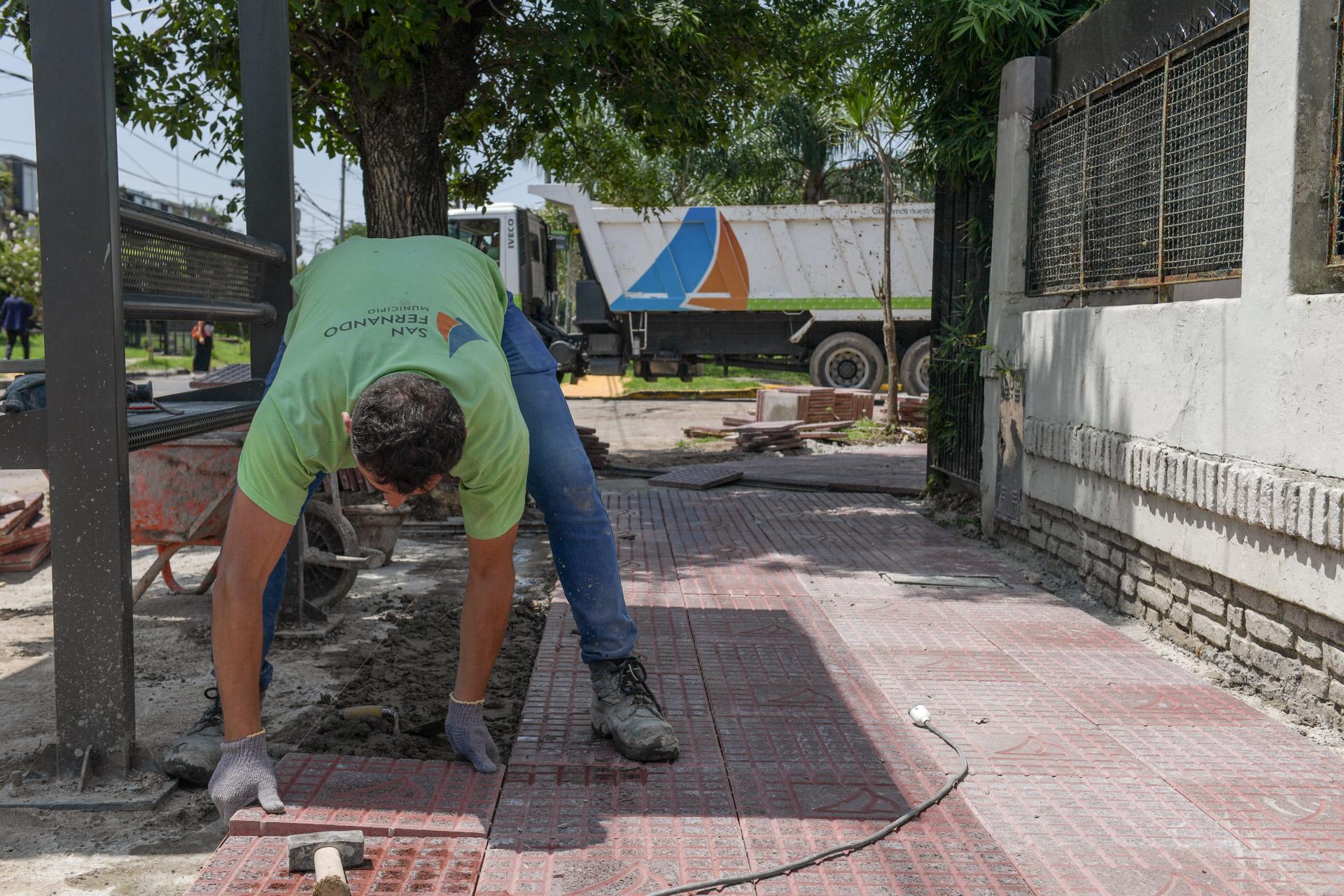 San Fernando renueva las veredas a lo largo de la calle Blanco Encalada