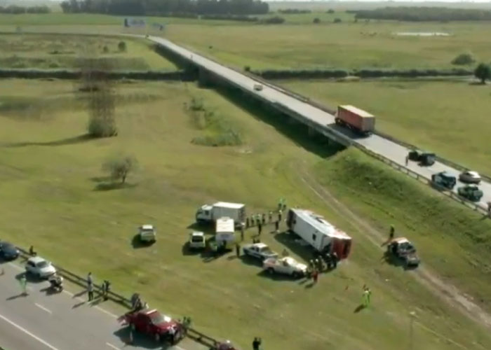 Volcó un micro sobre la ruta 2 con destino a General Pacheco confirman 2 muertos