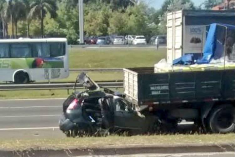 Un herido y demoras en la autopista Panamericana por choque entre un camión y un auto en Pilar
