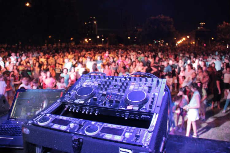 Festival de música electrónica en el Paseo de la Costa