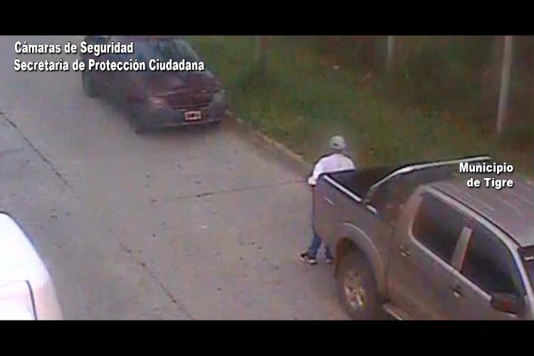 Detectaron un malviviente en pleno acto delictivo sobre la intersección de las calles Gelly y Obes y Paraguay. Los agentes locales intervinieron de inmediato y lo aprehendieron.