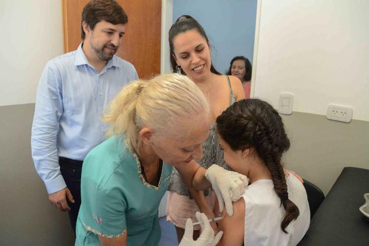 La vacuna contra la meningitis ya se aplica de manera gratuita en toda la provincia