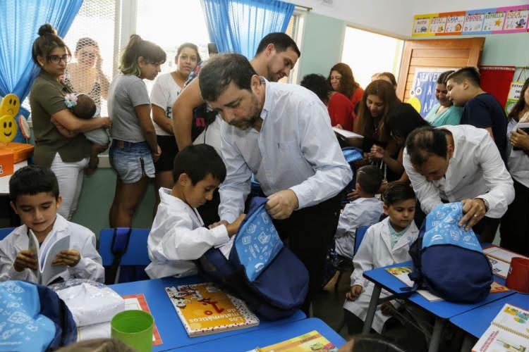 Más de 4 mil chicos de San Martín recibieron un kit escolar en el inicio de clases