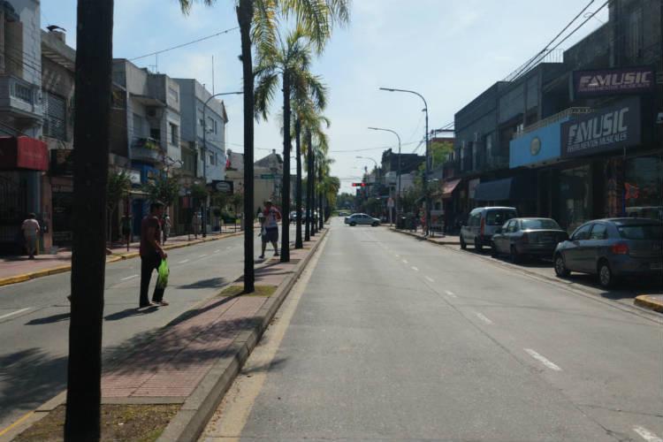 El conflicto del transporte fluvial provocó severos  trastornos de tránsito en el centro de Tigre - avenida Cazón vacia