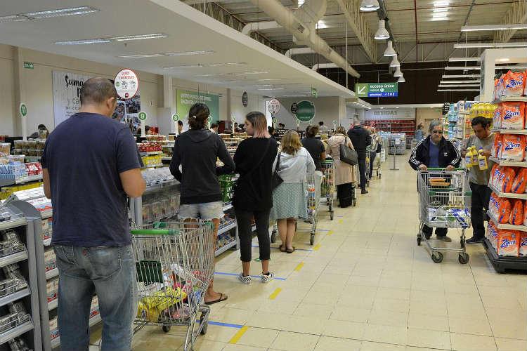 El Gobierno establece un mínimo de 13 horas de atención al público para supermercados