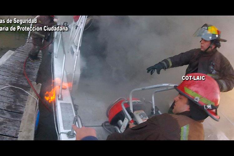 Incendio de embarcaciones en Boat Park en Tigre.